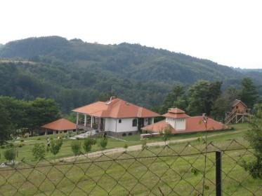 Na kraj sela Bela kuca 1